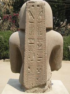 II. Ramszesz standardtartó szobra