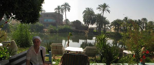 A hotel Gezira kertje és Zsófi