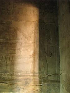 II. Ramszesz, még mint herceg, papi öltözetben