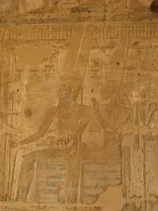 Amon-Ré, a Trónusok Ura, és Mut, Iseru Úrnője