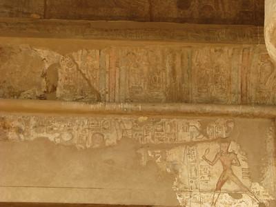 """Színes festés maradványai és II. Ramszesz """"futása"""""""