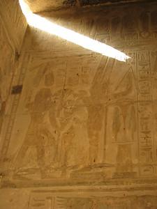 II. Ramszesz növényeket áldoz Amon-Ré-Kamutef előtt