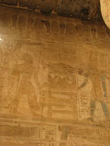 II. Ramszesz Amon előtt, tükörrel a kezében