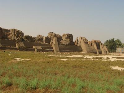 A monumentális temenosz (kerítőfal)