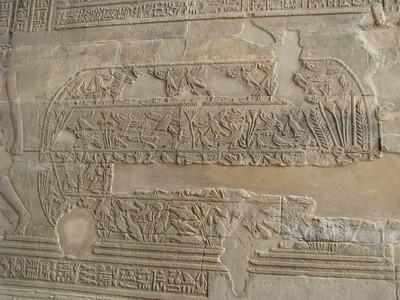 A vízimadarak hálóval befogása eredetileg a sírokra jellemző jelenet, de már az Újbirodalom idején megjelent a templomokban is - itt halak is kerültek közéjük