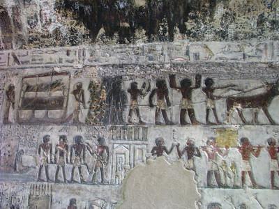 """Paheri koporsójának szállítása, és a temetési menet  - a kép bal szélén középen a """"tjekenu"""""""