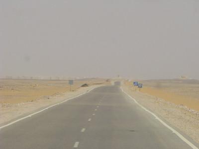 Út a Fehér-sivatagba - még 60 km a Farafra-oázis