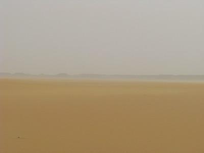 Pihenő a Nagy Erg északi csücskén, a Sárga-sivatagban