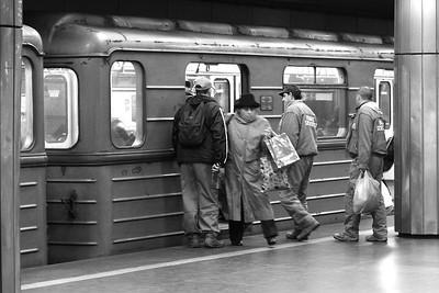 Nagyvárad tér – Being Late — Későnjövő