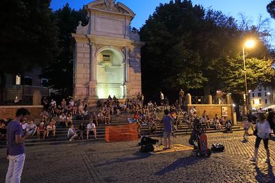 Piazza Trilussa a notte — A Piazza Trilussa éjjel