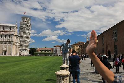 Pisa, Mania turistica nel Torre Pendente