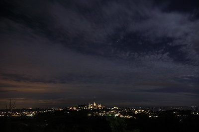 San Gimignano a notte — San Gimignano by night — San Gimignano éjjel