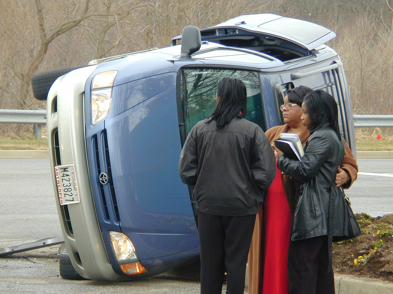 Victoms of a car Accident console each other after their minivan was flipped on its side outside of  Owings Mills Mall in Baltimroe County. 3/15/01. Maximilian Franz/The Daily Record