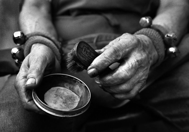 The hands of a 79 year old shoe shiner. Maximilian Franz/The Daily Record 8/23/99