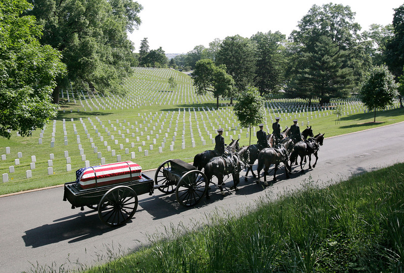 A horse-drawn caisson carries a casket containing bone framgments of Lt. Col. Paul Getchell through Arlington National Cemetery on May 21, 2007.