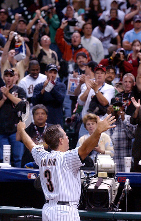 Houston Astros manager Phil Garner thanks a crowd of several hundred loyal Astros fans for their support Wednesday night after the White Sox won game four of the World Series at Minute maid Park in Houston.  Several hundred loyal Astros fans stuck around after the White Sox beat the Astros 1-0 Wednesday to sweep the series.<br /> PHOTO/SCOTT ESLINGER        OCT 26, 2005