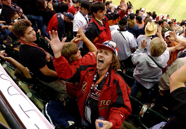 Wilson Pipes, 35, of Pasadena, screams with the his fellow Astros fans as the White Sox end their at bat at the close of the top of the tenth during extra innings Tuesday night at Minute Maid Park during game three of the World Series against the Chicago White Sox.<br /> PHOTO/SCOTT ESLINGER            OCT 25, 2005