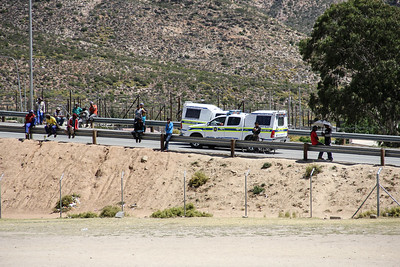 SA Police Vans congregate at De Doorns Wage Strike