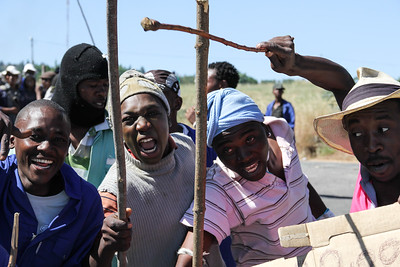 Striking farm workers toyi-toyi and protest for an increase in minimum wage