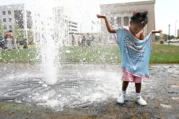 Chris Ammann/Baltimore Examiner Christa Freeman, 3, cools off in the fountain at the War Memorial Plaza in Baltimore on Friday, August 4, 2006.