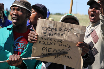 Geme is over, I need the mone guys, Striking farm workers toyi-toyi and protest for an increase in minimum wage