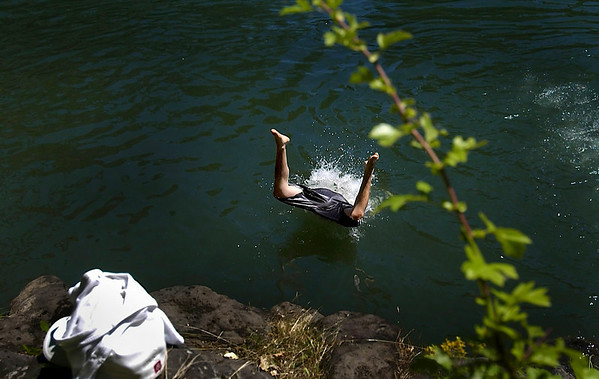 Johnny Palacios (cq) 15, dives into the Clackamas River at Cross Park in Gladstone Monday 7/18/05. Step 1: Jump in. Step 2: Climb out. Palacios and his friends repeated steps 1 and 2 many times in the 90-degree heat. fredrick d. joe 701-6663
