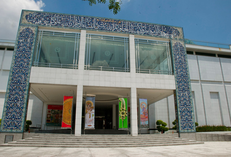 "The <a href=""http://www.iamm.org.my/""target=blank>Islamic Arts Museum Malaysia</a>. A beautiful airy building with a number of interesting exhibits ranging from displays of old weapons to amazing models of notable mosques from around the world. The museum is near the National Mosque as well as the surprisingly excellent Royal Malaysian Police Museum, the Kuala Lumpur Bird Park and the Kuala Lumpur Butterfly Park, so it's easy to spend an increasingly exhausting day wandering from one attraction to the next.   Kuala Lumpur, Malaysia"