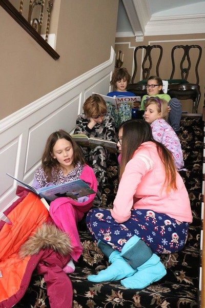 The entire Lower School filled up the Davenport House on Friday, Jan. 13 to enjoy 2017 seconds (that's 33 minutes and 37 seconds) of reading with their friends!
