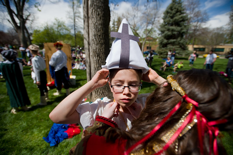 "Molly Stokes helps Bridget Tingstad, 10, secure her hat before appearing in the play ""Much Ado About Nothing"" performed by students from  Niwot Elementary during St. Vrain Valley fifth graders' annual Shakespeare Festival at Thompson Park in Longmont on Friday. <br /> More photos:  <a href=""http://www.dailycamera.com"">http://www.dailycamera.com</a><br /> Autumn Parry/Staff Photographer<br /> May 6, 2016"
