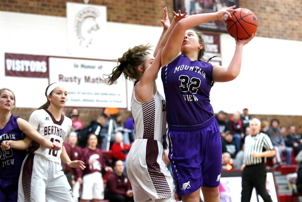 . Mountain View�s Laura Lenhart (32) pushes past Berthoud�s Logan Davidson (5) to shoot the ball on Wednesday, Dec. 6, 2017, at Berthoud High School. (Photo by Lauren Cordova/Loveland Reporter-Herald)