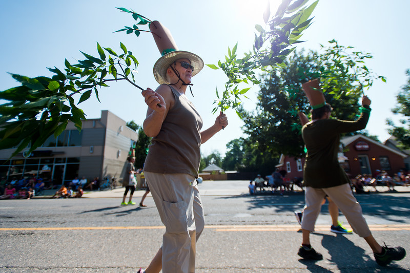 "Judith Jaehning walks with the Boulder County Emerald Ash Borer Response Team during the Boulder County Fair Parade in Longmont on Saturday. <br /> More photos:  <a href=""http://www.dailycamera.com"">http://www.dailycamera.com</a><br /> (Autumn Parry/Staff Photographer)<br /> July 30, 2016"