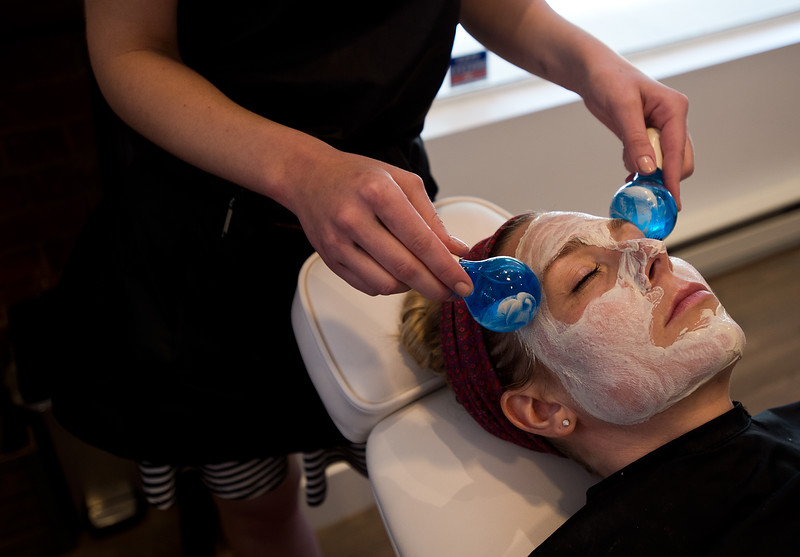"Nadja Heath, an esthetician, gives Courtney Robinson a breast milk facial using magic globes to massage her skin at Mud Facial Bar in Boulder on Thursday. <br /> More photos:  <a href=""http://www.dailycamera.com"">http://www.dailycamera.com</a><br /> (Autumn Parry/Staff Photographer)<br /> July 7, 2016"