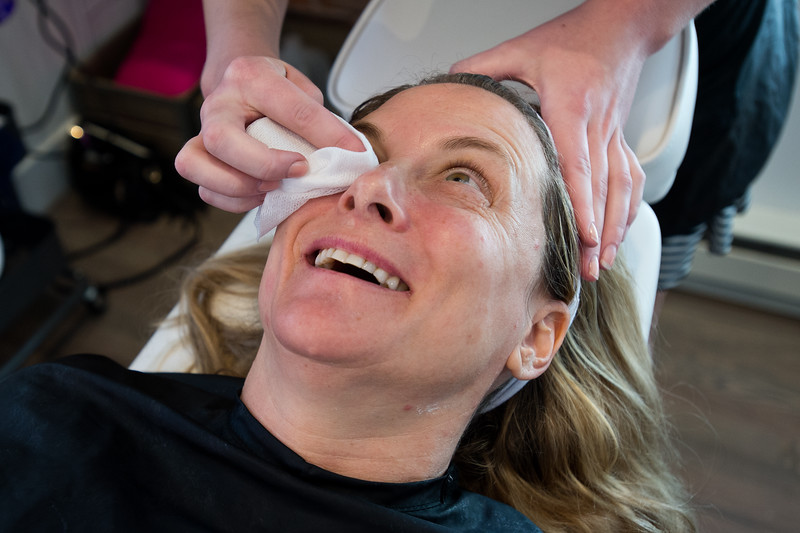"Nadja Heath, an esthetician, gives Aimee Sheeber a fresh facial at Mud Facial Bar in Boulder on Thursday. <br /> More photos:  <a href=""http://www.dailycamera.com"">http://www.dailycamera.com</a><br /> (Autumn Parry/Staff Photographer)<br /> July 7, 2016"