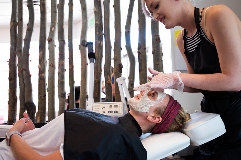 "Nadja Heath, an esthetician, gives Courtney Robinson a breast milk facial at Mud Facial Bar in Boulder on Thursday. <br /> More photos:  <a href=""http://www.dailycamera.com"">http://www.dailycamera.com</a><br /> (Autumn Parry/Staff Photographer)<br /> July 7, 2016"