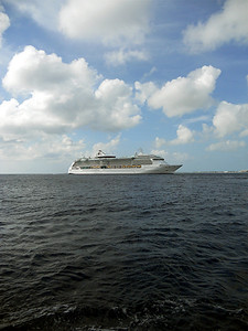 The Jewel of the Seas at Grand Cayman.