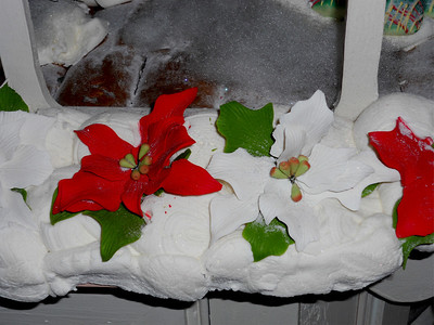 Sugar flowers on the gingerbread house