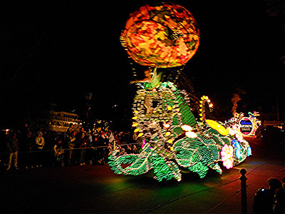 Instead of the Spectromagic parade that I have seen before, they had the Main Street Electrical Parade.
