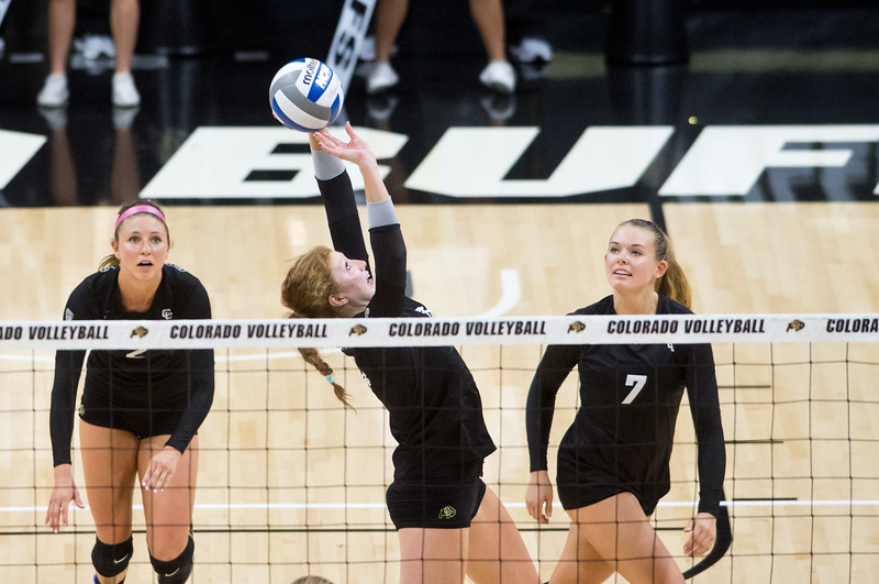 "CU's Gabby Simpson makes a save during the game against Illinois at the Coors Event Center at CU Boulder on Sunday. <br /> More photos:  <a href=""http://www.BuffZone.com"">http://www.BuffZone.com</a><br /> (Autumn Parry/Staff Photographer)<br /> September 4, 2016"