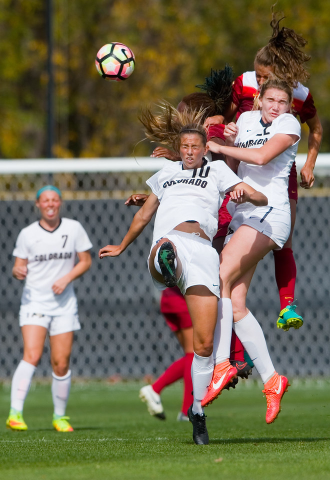 "CU's Sarah Kinzner (left) and Taylor Kornieck head bump the ball during the game against Southern California in Prentup Field at CU Boulder on Sunday. <br /> More photos:  <a href=""http://www.buffzone.com"">http://www.buffzone.com</a><br /> (Autumn Parry/Staff Photographer)<br /> October 30, 2016"
