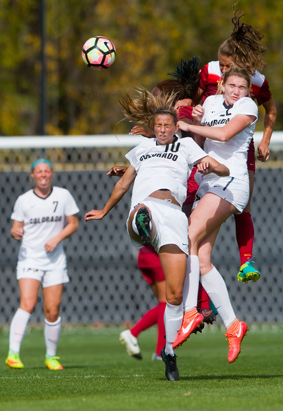 """CU's Sarah Kinzner (left) and Taylor Kornieck head bump the ball during the game against Southern California in Prentup Field at CU Boulder on Sunday. <br /> More photos:  <a href=""""http://www.buffzone.com"""">http://www.buffzone.com</a><br /> (Autumn Parry/Staff Photographer)<br /> October 30, 2016"""