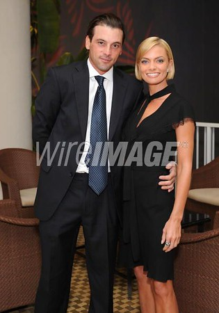 Skeet Ulrich and Jaime Pressly.