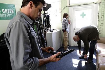 Photos-Caps: Law & Order: Los Angeles
