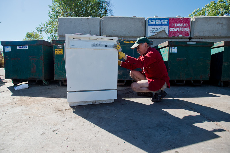 "Barry Satlow leaves an old dishwasher to be recycled at Eco-Cycles' Center for Hard-to Recycle Materials (CHaRM) in Boulder on Friday. Eco-Cycle, a non-profit recycling center, recently celebrated its 40th anniversary. <br /> More photos:  <a href=""http://www.dailycamera.com"">http://www.dailycamera.com</a><br /> (Autumn Parry/Staff Photographer)<br /> September 9, 2016"