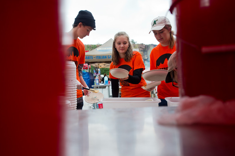 "From left to right, Frankie Dorschel, 15, Marin Neuhard, 15, and Zoe Neuhard, 17, clear food off eco-plates, which will be washed and reused at the Folks Fest in Lyons.<br /> More photos:  <a href=""http://www.dailycamera.com"">http://www.dailycamera.com</a><br /> (Autumn Parry/Staff Photographer)<br /> August 19, 2016"