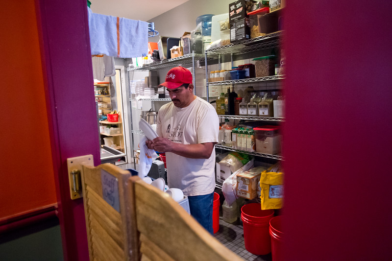 """Angel Ortiz washes eco-plates at the Stone Cup Cafe in Lyons on Friday. After the plates are washed, they will be reused at the Folks Festival.<br /> More photos:  <a href=""""http://www.dailycamera.com"""">http://www.dailycamera.com</a><br /> (Autumn Parry/Staff Photographer)<br /> August 19, 2016"""