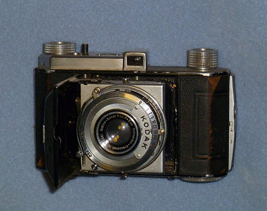 Found this in a camera store in '56 or early '57.  Very compact, and it fit into a back pocket of my jeans.  The uncoated lens produced washed out colors, but it did quite well with black & white film.  When I got it, the shutter would stick on every speed that had the numeral 5 in it.  Took it apart and fixed that little problem, and it still works, although I haven't used it in over 40 years.