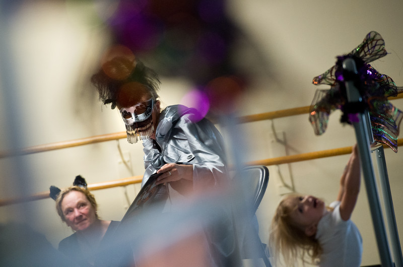 "Elisabeth Bowman reads to children during the Halloween Carnival at the South Boulder Recreation Center on Friday.<br /> More photos:  <a href=""http://www.dailycamera.com"">http://www.dailycamera.com</a><br /> (Autumn Parry/Staff Photographer)<br /> October 28, 2016"