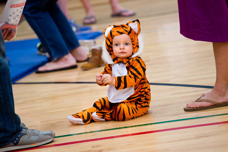 """Bodhi Szczepanski eats popcorn during the Halloween Carnival at the South Boulder Recreation Center on Friday.<br /> More photos:  <a href=""""http://www.dailycamera.com"""">http://www.dailycamera.com</a><br /> (Autumn Parry/Staff Photographer)<br /> October 28, 2016"""