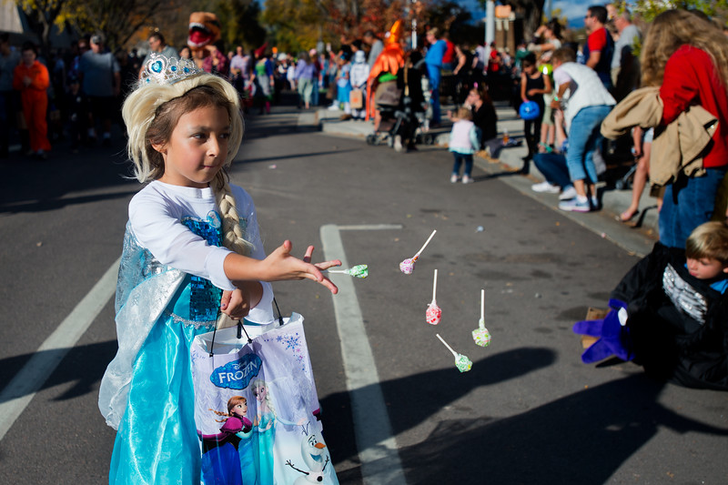 "Makayla Resendez, 6, tosses lollypops to children during the annual Halloween Parade and Trick or Treat Street in Longmont on Saturday. <br /> More photos:  <a href=""http://www.dailycamera.com"">http://www.dailycamera.com</a><br /> (Autumn Parry/Staff Photographer)<br /> October 29, 2016"