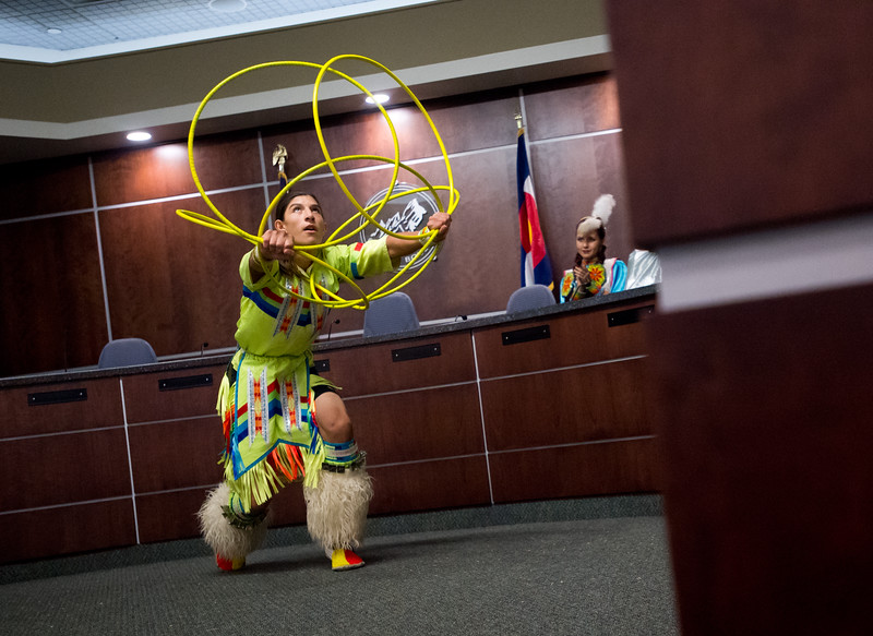 "Nathaniel Bearsheart, with the Intertribal Traditional Dancers, does the hoop dance during Boulder's inaugural Indigenous Peoples Day Celebration at the Municipal Building on Sunday. <br /> More photos:  <a href=""http://www.dailycamera.com"">http://www.dailycamera.com</a><br /> (Autumn Parry/Staff Photographer)<br /> October 9, 2016"
